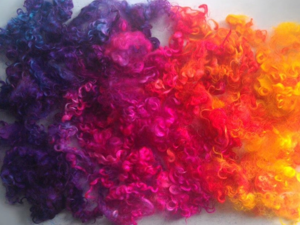 Neon sunset teeswater locks... I couldn't pass it up, it was a pair, the rolags and locks... They were meant to be together, it was fate. One should never tempt fate. Far be it for me, to tempt fate, I won't do it. Fate... I love you, and blue barn fiber :)